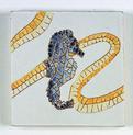 Carreau décoré motif hypocampe peint à la main - Salernes